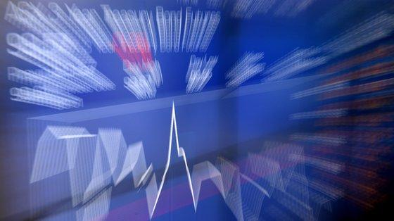 """Valores de """"bid""""(juros exigidos pelos investidores para comprarem dívida) que compara com fecho da última sessão"""