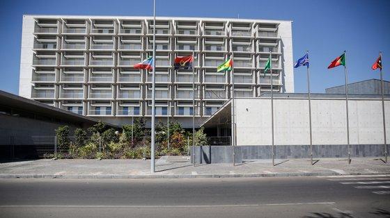 A rede interbancária cabo-verdiana registou 3.242.561 operações em agosto, que movimentaram quase 9.474 milhões de escudos (86 milhões de euros).