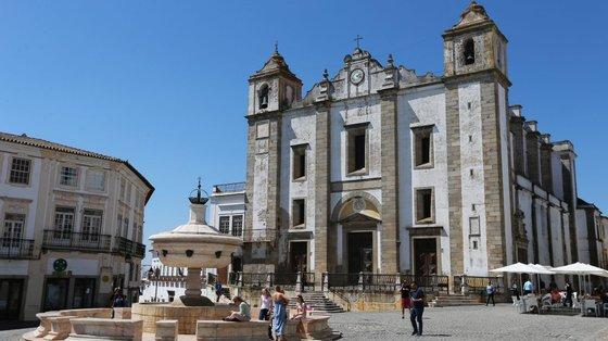 A Praça do Giraldo, o Teatro Garcia de Resende e a Black Box da Companhia de Dança Contemporânea de Évora e vão ser os palcos deste festival