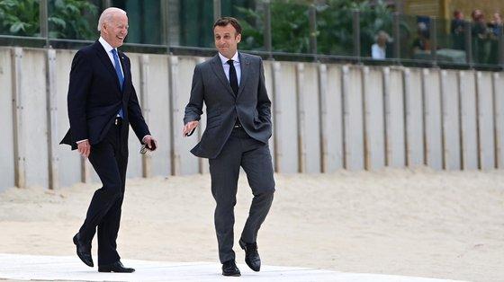 Biden reconhece os motivos de descontentamento de Macron, pela falta de diálogo com os aliados sobre o pacto de defesa que envolve EUA