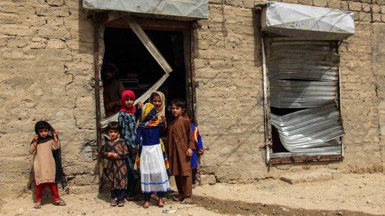 Crianças nestas zonas tornam-se presas fáceis para o recrutamento em grupos extremistas, para raptos, tráfico humano, violência sexual ou casamentos infantis