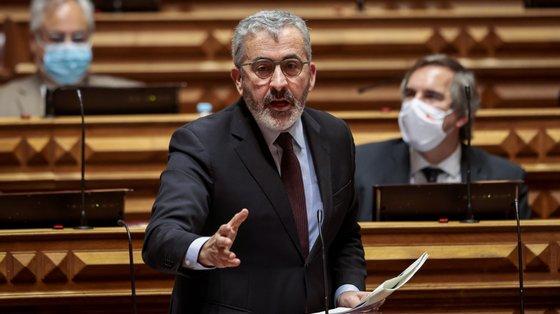Afonso Oliveira, do PSD, criticou baixo nível de investimento público, elevada carga fiscal e morosidade da justiça