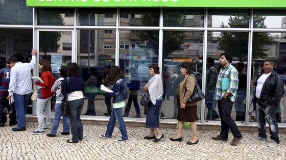 No final de junho, estavam registados nos serviços de emprego 377.872 desempregados