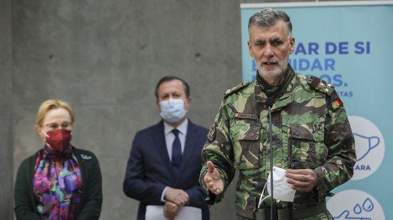 O vice-almirante Gouveia e Melo é o líder da task force do processo de vacinação contra a Covid-19