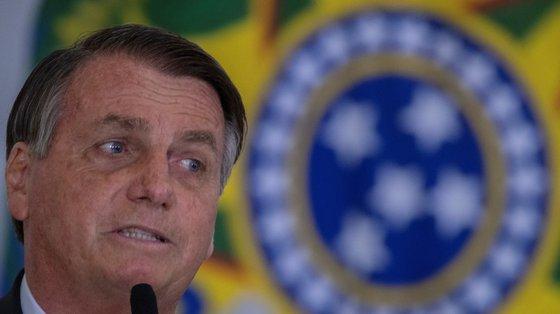 """Bolsonaro também falou sobre as eleições de 2022, cujas sondagens apontam para a vitória de Lula da Silva, dizendo que """"quem esquece o passado está condenado a não ter futuro"""""""