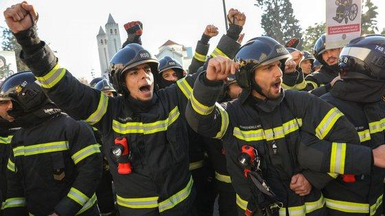"""Os bombeiros sapadores têm subsídio de risco reconhecido, mas faz parte integrante do vencimento base e """"não é revisto há mais de 20 anos"""""""
