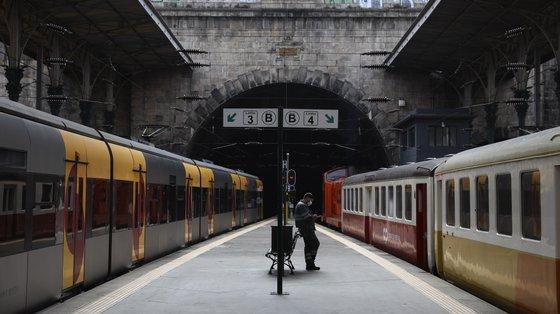 Os novos comboios vão ser direcionados para as zonas urbanas e serviço regional, estando também calendarizado o financiamento da compra de mais 22 comboios, já adjudicados aos suíços da Stadler