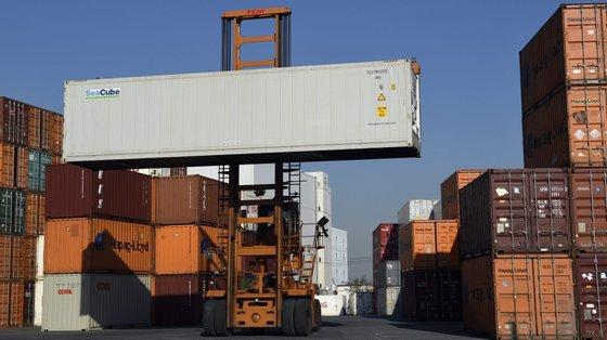 Por outro lado, as trocas comerciais entre os 19 países do euro totalizaram em julho os 179,7 mil milhões de euros, uma subida homóloga de 16,8%