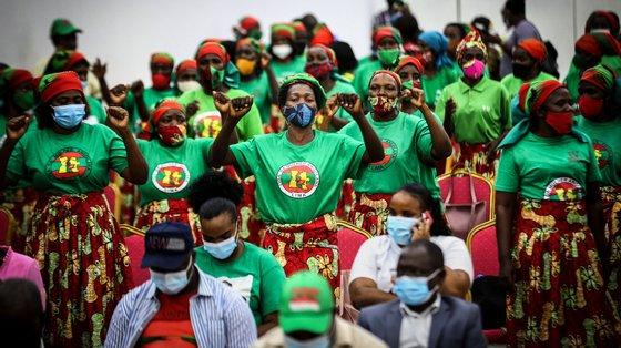 """""""Os alunos que estão a ser malformados hoje serão professores amanhã"""", afirmou o Ministro da Educação angolano"""