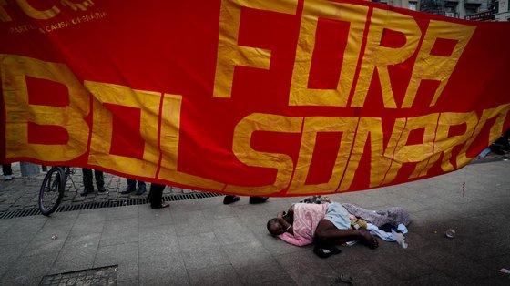 Foi ainda lançado um abaixo-assinado pela destituição do atual chefe de Estado brasileiro, Jair Bolsonaro, durante um evento virtual