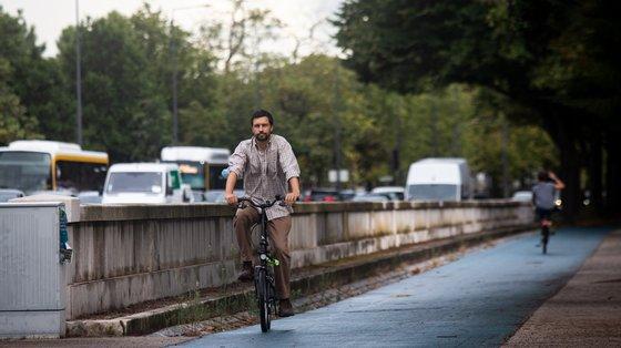 João Ferreira fez quatro quilómetros de bicicleta para começar a manhã. FOTO José Fernandes