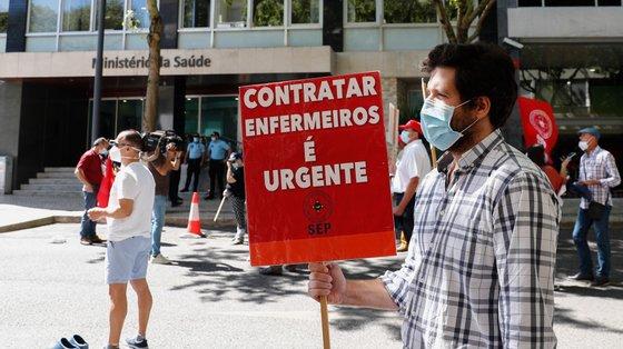 Já em julho deste ano os enfermeiros se juntavam em frente ao Ministério da Saúde com algumas destas revinidicações