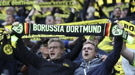 O clube germânico vai continuar nos próximos jogos, tanto para a Bundesliga como para a Taça da Alemanha, a convidar equipas de médicos