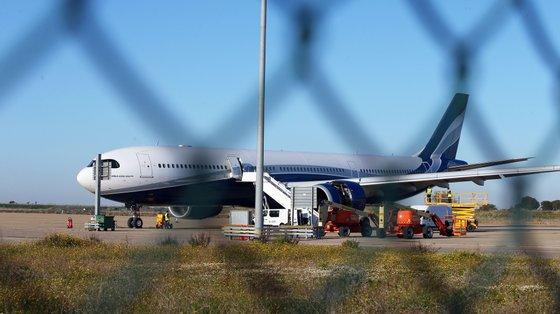 O INE lembrou que no mês homólogo de 2020, devido à pandemia, registou-se um tráfego muito reduzido nos aeroportos