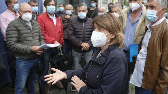 """""""É muito necessário mais testes, vacinas ainda mais rápidas e profissionais no SNS"""", disse Catarina Martins"""