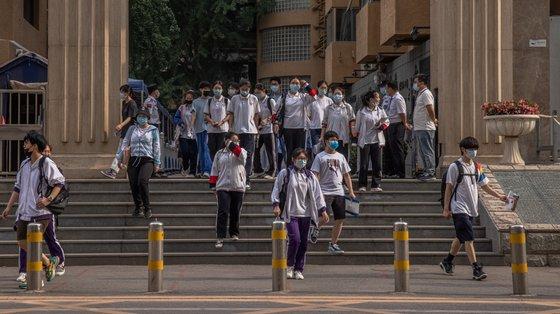 A excessiva carga de trabalho das crianças chinesas e os custos proibitivos associados à educação são cada vez mais alvo de críticas