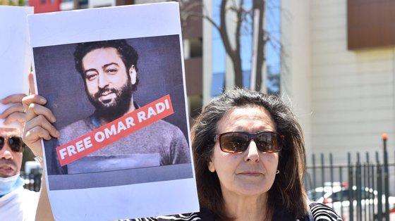 O caso de Omar Radi mobilizou defensores dos direitos humanos, intelectuais e responsáveis políticos em Marrocos e no estrangeiro, que exigiram a sua libertação