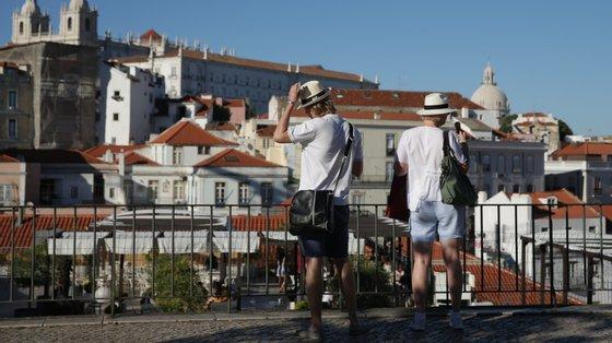 Entre janeiro e maio, as dormidas de residentes em Lisboa recuaram 29,5% e as de não residentes (peso de 50,4%) diminuíram 82,0%