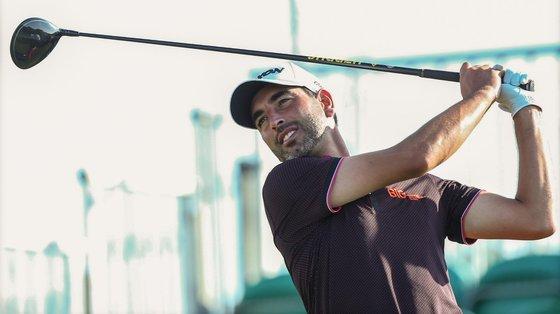 """O golfista português Tiago Cruz voltou aos triunfos com um """"eagle"""" no buraco 18 e conseguiu a vitória."""