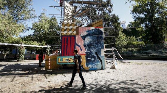 O festival junta arte urbana e música (em especial das estéticas hip-hop e eletrónica/dança)