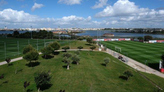 Benfica inaugurou Campus em 2006 e tem vindo a aumentar e melhorar a infraestrutura tendo projetos para desenvolver ainda mais o espaço
