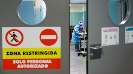 epa08823461 A paramedic works at a restricted area for COVID-19 patients in Nuestra Senora de La Candelaria hospital in Santa Cruz de Tenerife, Tenerife Island, Canary Islands, Spain, 16 November 2020. The hospital was the medical center in charge of first relevant coronavirus crisis recorded in Spain when a hotel had to be isolated due to several COVID-19 cases in southern Tenerife last February.  EPA/Rammn de la Rocha