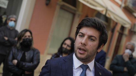 """Francisco Rodrigues dos Santos alertou também que """"as maiorias absolutas de um só partido normalmente convertem-se em arrogância e vaidade absolutas"""""""