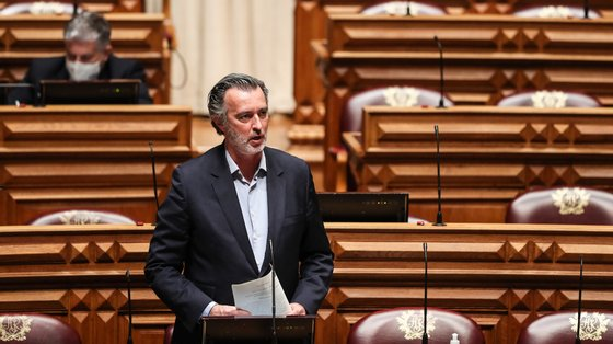 """Para Cotrim Figueiredo há matérias do projeto de lei dos liberais """"que são razoavelmente alinhadas com outras propostas"""""""