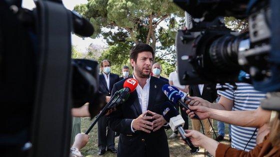 """O líder do CDS-PP afirmou que Portugal tem dos combustíveis """"mais caros da Europa"""""""