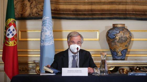 """O secretário-geral da ONU, António Guterres, participa no lançamento dos livros """"Portugal nas Nações Unidas: 65 Anos de Histórias"""" e """"Portugal Multilateral"""", no Ministério dos Negócios Estrangeiros, Lisboa, 3 de julho de 2021. MÁRIO CRUZ/LUSA"""
