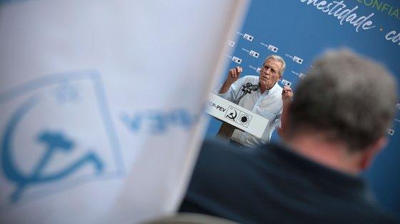 """A terminar o seu discurso, o secretário-geral comunista enfatizou que a regionalização é outra luta que os candidatos da CDU (coligação PCP-PEV) têm de """"travar na campanha eleitoral"""""""
