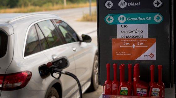 """De acordo com a Anarec, """"num mercado concorrencial e livre como o dos combustíveis é (ou deveria ser), nada justifica as sucessivas intervenções legislativas do Governo"""""""