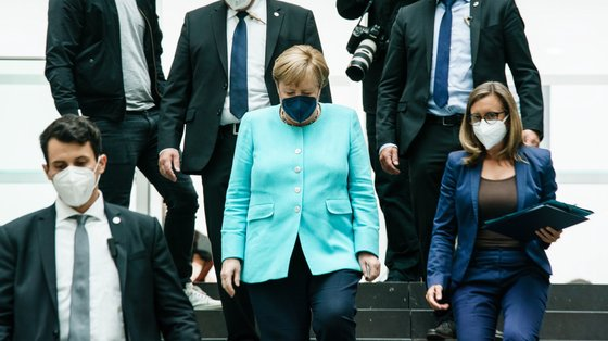 Merkel já viu o seu nome envolvido em outros incidentes de espionagem e de vigilância conduzidos por países terceiros
