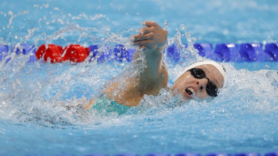 epa09367541 Diana Duraes of Portugal in action during the Women's 1500m Freestyle Heats during the Swimming the Swimming events of the Tokyo 2020 Olympic Games at the Tokyo Aquatics Centre in Tokyo, Japan, 26 July 2021.  EPA/VALDRIN XHEMAJ