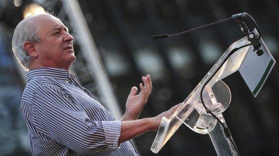 """O líder do PSD defendeu que """"seria mais prudente"""" que este anúncio fosse feito só """"depois das eleições"""" de domingo ou que tivesse sido feito """"lá muito atrás"""""""