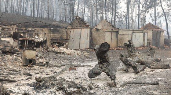 O julgamento das alegadas irregularidades no processo de reconstrução das casas que arderam nos incêndios de 2017 tem 28 arguidos