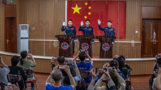 Com o lançamento de quinta-feira, a China aumentou para 14 o número de astronautas que lançou para o espaço