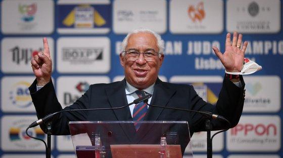 """""""Os Portugueses acompanham-vos entusiasticamente. Acreditamos no vosso sucesso. Partilhamos os mesmos sonhos. Boa sorte!"""", referiu António Costa noutro tweet"""