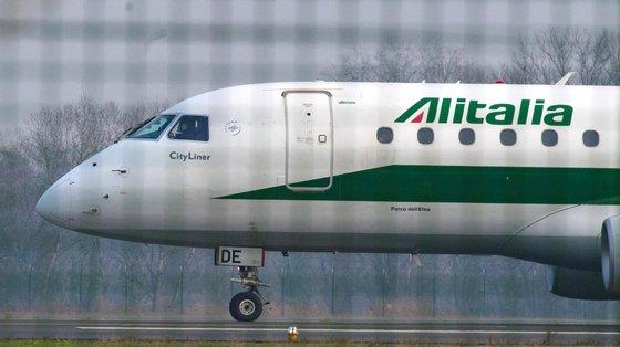O Governo italiano disse no ano passado que queria criar uma empresa nova, chamada Ita Spa, que receberia uma injeção inicial de 3.000 milhões de euros e assumiria os ativos sãos da Alitalia