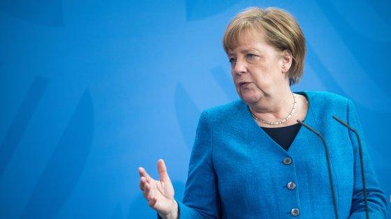 """""""O que lamento é que ainda não tenhamos conseguido um comportamento uniforme entre os Estados-membros"""", disse Merkel"""
