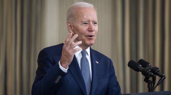 """Biden também disse que é """"totalmente inaceitável"""" que sejam contra a vacinação. """"As pessoas estão a morrer"""", acrescentou"""