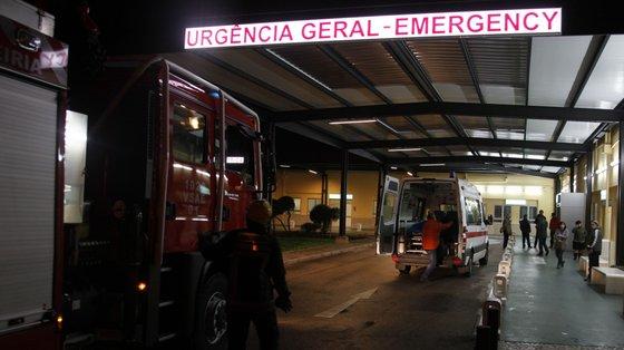 A criança ainda foi assistida pelos bombeiros e pelos elementos da ambulância de suporte imediato de vida