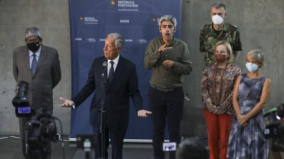 Marcelo Rebelo de Sousa falou no final da reunião no Infarmed e, depois, no exterior, aos jornalistas