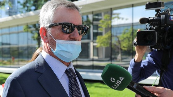 Armando Vara esteve na primeira sessão do julgamento, há uma semana, aproveitando uma saída precária de Évora