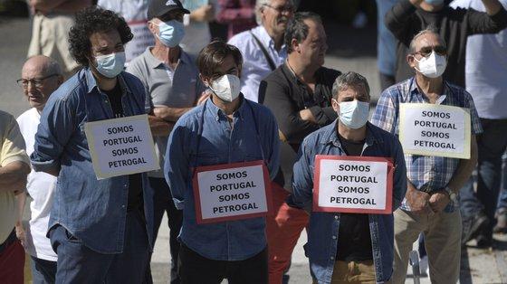 """""""Fechar não é solução, Costa é aldrabão"""" lia-se numa faixa exibida pelos trabalhadores"""