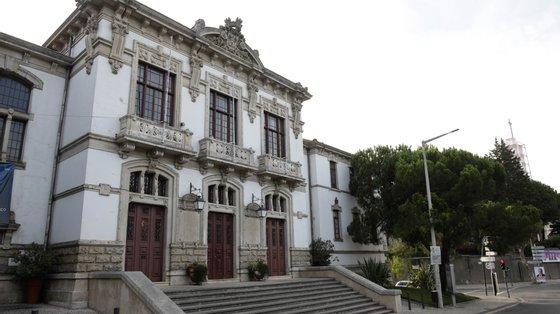 """A comitiva da coligação """"Leiria pode Mais"""" esteve esta segunda-feira de manhã em contactos com comerciantes na cidade de Leiria"""