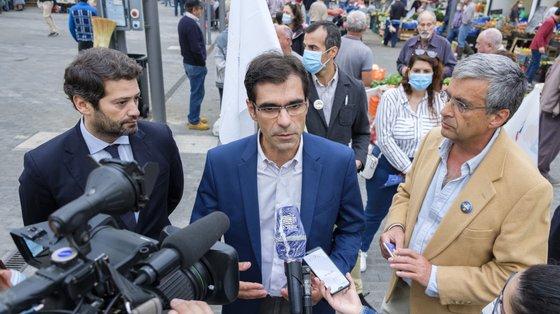 Carlos Furtado avançou nunca renunciou ao mandato de deputado no parlamento açoriano, como pretendia o líder nacional do partido, e manteve-se como independente.
