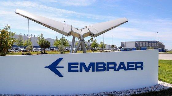 A Embraer é fabricante e líder mundial de aeronaves comerciais com até 150 lugares e tem mais de 100 clientes em todo o mundo
