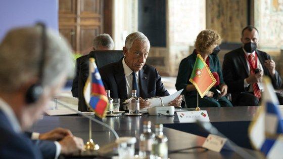 Maldivas é um dos países mais ameaçados pela subida do nível das águas do mar, e Portugal irá acolher em 2022 a conferência das Nações Unidas sobre os oceanos, que Marcelo Rebelo de Sousa tem apontado como prioridade