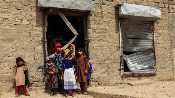 Secas, inundações, poluição do ar e erosão dos rios em todo o sul deste continente deixaram milhões de crianças desabrigadas, famintas e sem assistência médica